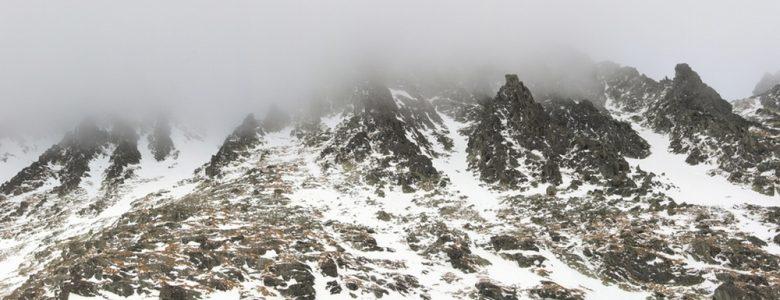 Ködös csúcsok alatt (Kovács Zoltán felvétele)