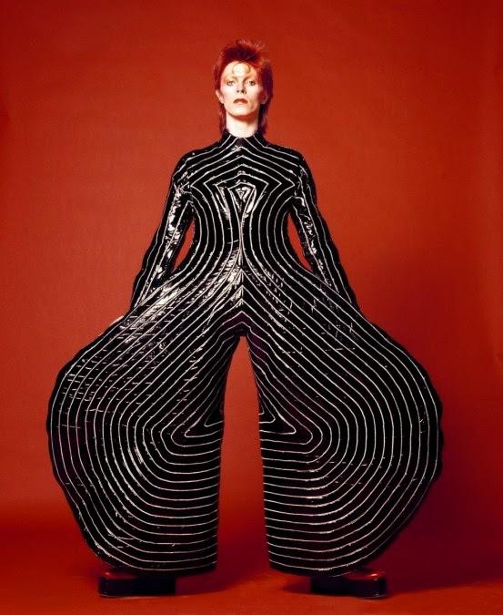 David Bowie - az Aladdin Sane koncerthez készült Kansai Yamamoto-jelmezben