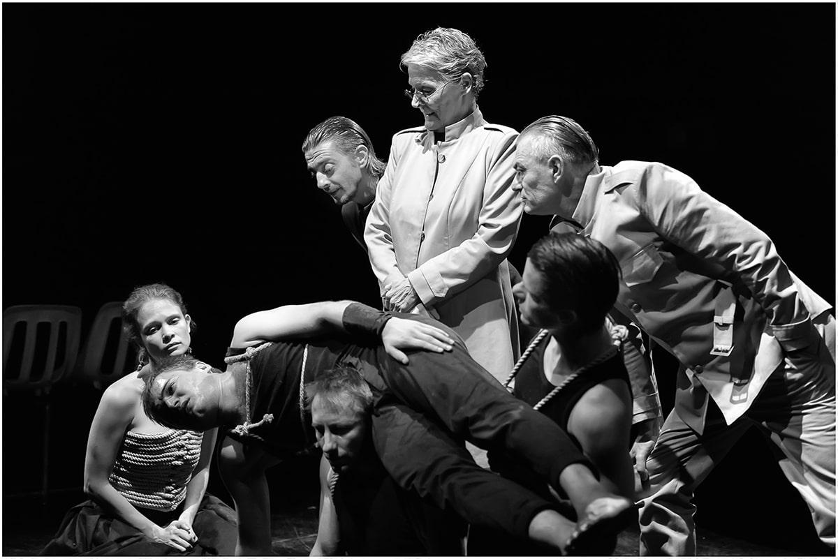 Tóth Zsófia, Major Erik, Bánki Gergely, Horkay Barnabás, Nagypál Gábor, Csoma Judit és Terhes Sándor (Fotó: Jókuti Györy)