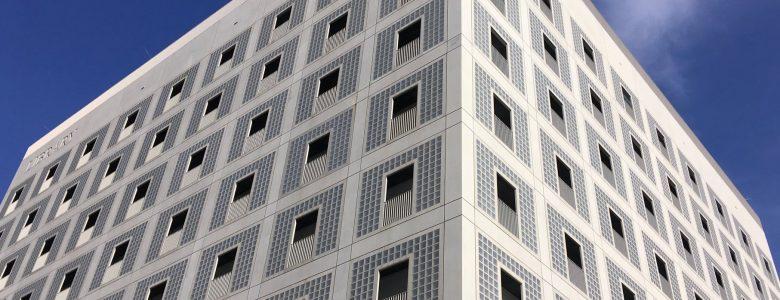 A stuttgarti Városi Könyvtár homlokzata (Fotó: Hoffmann Tamás)