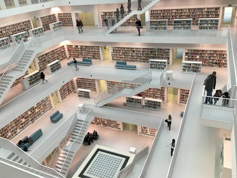 Lépcsők, szintek, polcok, terek (Fotó: Hoffmann Tamás)